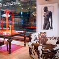 Стол и подсвечники Sawaya&Moroni, кресло Baxter, фотография Антон Ланге