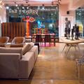 Стулья Emeco, диван Minotti, стол Nero3, фотография Антон Ланге
