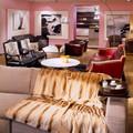 Кресло, диван Baxter, торшер Flos, столик и диван Minotti, поднос Sawaya&Moroni